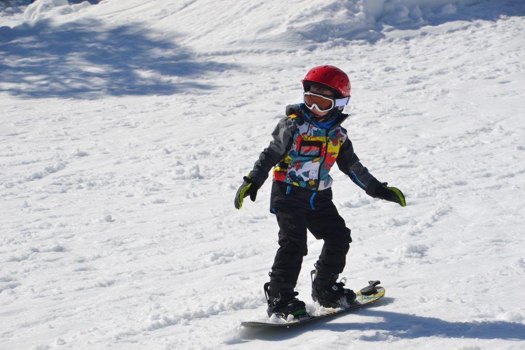 6 year old Snowboarding at Lake Mountain