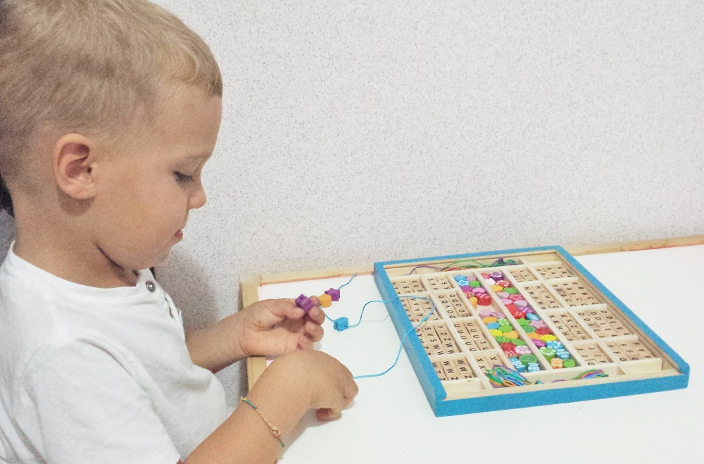 Threading sensory activity for preschoolers